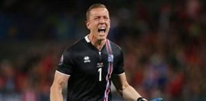 واکنش جالب گلر ایسلند به مهار پنالتی لیونل مسی