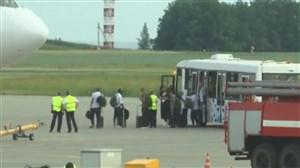 لحظه خروج بازیکنان برزیل از روسیه در فرودگاه