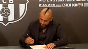 لحظه ثبت قرارداد و تست پزشکی آرتورو ویدال در بارسلونا