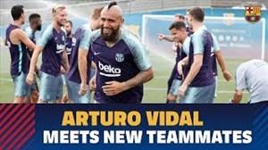 اولین تمرین آرتورو ویدال با بارسلونا (16-05-97)