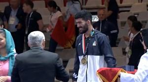 اهدای مدال برنز به مهرداد مردانی در کشتی فرنگی