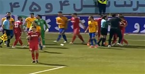 درگیری بازیکنان نساجی و نفت مسجد سلیمان