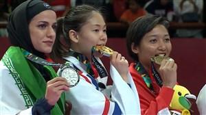 مراسم اهدای مدال نقرهی کاراته به طراوت خاکسار