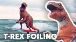 موج سواری جالب و خنده دار T-Rex