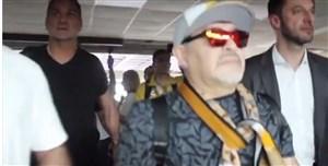 لحظه ورود مارادونا به مکزیک در میان استقبال انبوه هواداران