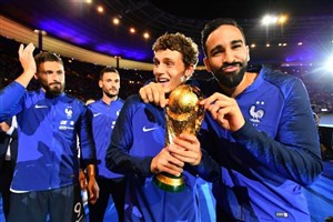جشن قهرمانی تیم ملی فرانسه در کنار هواداران