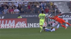 گل دوم لگانس به بارسلونا روی اشتباه عجیب پیکه