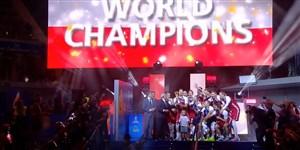 بالابردن جام قهرمانی والیبال جهان توسط کاپیتان لهستان