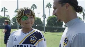 حضور کودک هوادار در تمرینات لس آنجلس گلکسی