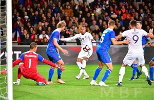 فرانسه 2-2 ایسلند؛ فرار قهرمان از شکست