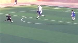 جوگیر شدن و گلزنی داور در مسابقه فوتبال