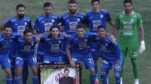 حرکت قابل ستایش بازیکنان استقلال ; عکس یادگاری با تصویر زنده یاد بهرام شفیع
