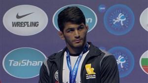 اهدای مدال برنز حسن یزدانی در مسابقات کشتی قهرمانی جهان