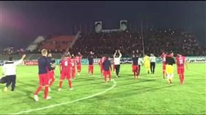 تشویق محسن فروزان و بازیکنان تراکتورسازی توسط هواداران