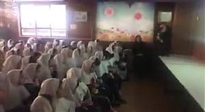 تشویق استادیومی پرسپولیس توسط دانش آموزان دختر به لیدری معلم