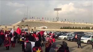 شور و هیجان بانوان در لحظه ورود به استادیوم آزادی