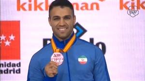 اهدای مدال برنز ذبیح اله پورشیب در کارته قهرمانی جهان