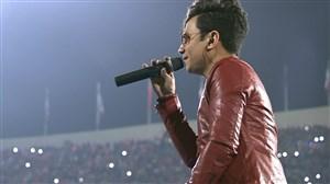 اجرای محسن ابراهیم زاده در استادیوم آزادی