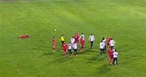 درگیری بازیکنان در دیدار ایران و ترینیداد