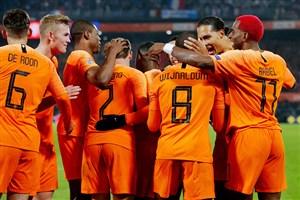 هلند 2-0 فرانسه: قهرمان جهان زانو زد