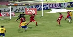 صحنه مشکوک برخورد توپ با دست بازیکن نساجی در نیمه نخست