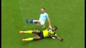 تکل های تماشایی و نجات دهنده در زمین فوتبال