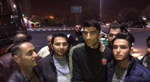 کلکل جالب هواداران تراکتور با بیرانوند در استقبال از کاروان پرسپولیس در تبریز