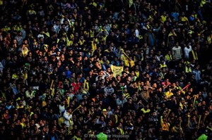 درگیری هواداران استقلال و سپاهان در بیرون استادیوم