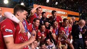 اهدای مدال و جام قهرمانی (والیبال باشگاهی قهرمانی جهان)