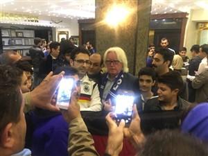 هجوم هواداران برای عکس سلفی با بازیکنان استقلال در هتل