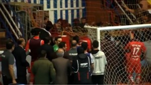 درگیری بازیکنان در پایان نیمه اول گیتی پسند - شهروند ساری