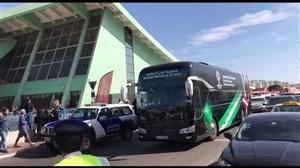 ورود اتوبوس تیم ملی ایران به ورزشگاه آل نهیان