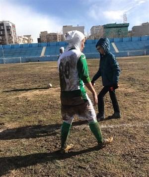 انتقاد آذری از برگزاری بازی بانوان در زمین نامناسب