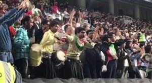 ساز و پایکوبی هواداران تیم ملی در ورزشگاه بن زاید