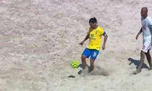 گلزنی رونالدینیو در دیدار دوستانه فوتبال ساحلی برابر ژاپن