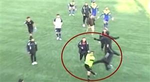 حمله ی تاسف بار به داور بازی در لیگ دسته 2