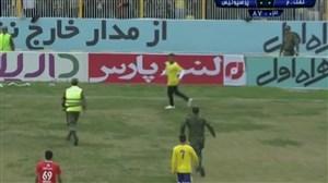 ورود جیمی جامپ در بازی نفت مسجد سلیمان-پرسپولیس