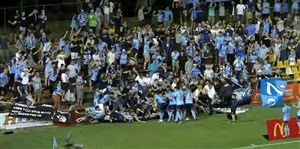 شکستن جایگاه تماشاگران اف سی سیدنی در لیگ استرالیا
