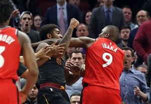 درگیری شدید در دیدار بسکتبال تورنتو رپتورز - کلیولند کاوالیرز
