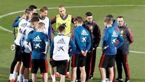 شروع تمرینات تیم ملی اسپانیا (28-12-97)
