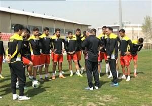 گفتگو با سرمربی و بازیکنان نساجی مازندران در حاشیه تمرینات