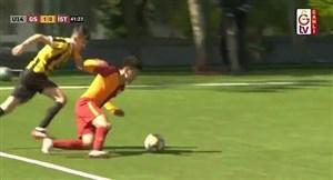 کاپیتان 14ساله و اوج جوانمردی در زمین فوتبال(عکس)