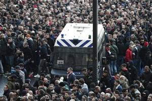 درگیری هواداران آژاکس و یووه و بازداشت 140نفر