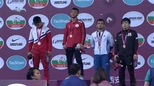 مراسم اهدای مدال طلای رضا اطری در وزن 57 کیلوگرم (قهرمانی آسیا)