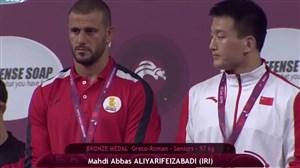 اهدای مدال برنز رضا علیاری (مسابقات قهرمانی آسیا)