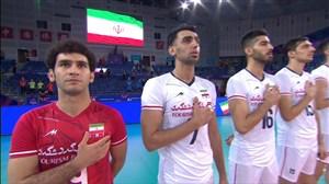 لحظه ورود بازیکنان تیم ملی به ورزشگاه و خواندن سرود