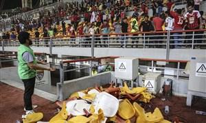 صندلیها را نشکنید، ورزشگاه مال ماست
