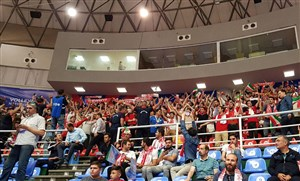 جو فوق العاده سالن غدیر در حمایت از ایران