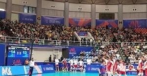 حضور پرتعداد بانوان در استادیوم غدیر ارومیه