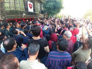 اعتراض هواداران پرسپولیس در مقابل باشگاه
